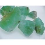 Calcita verde. La encontraréis en nuestra tienda online: http://www.vivescortadaimport.com/es/en-bruto/1577-calcita-naranja.html